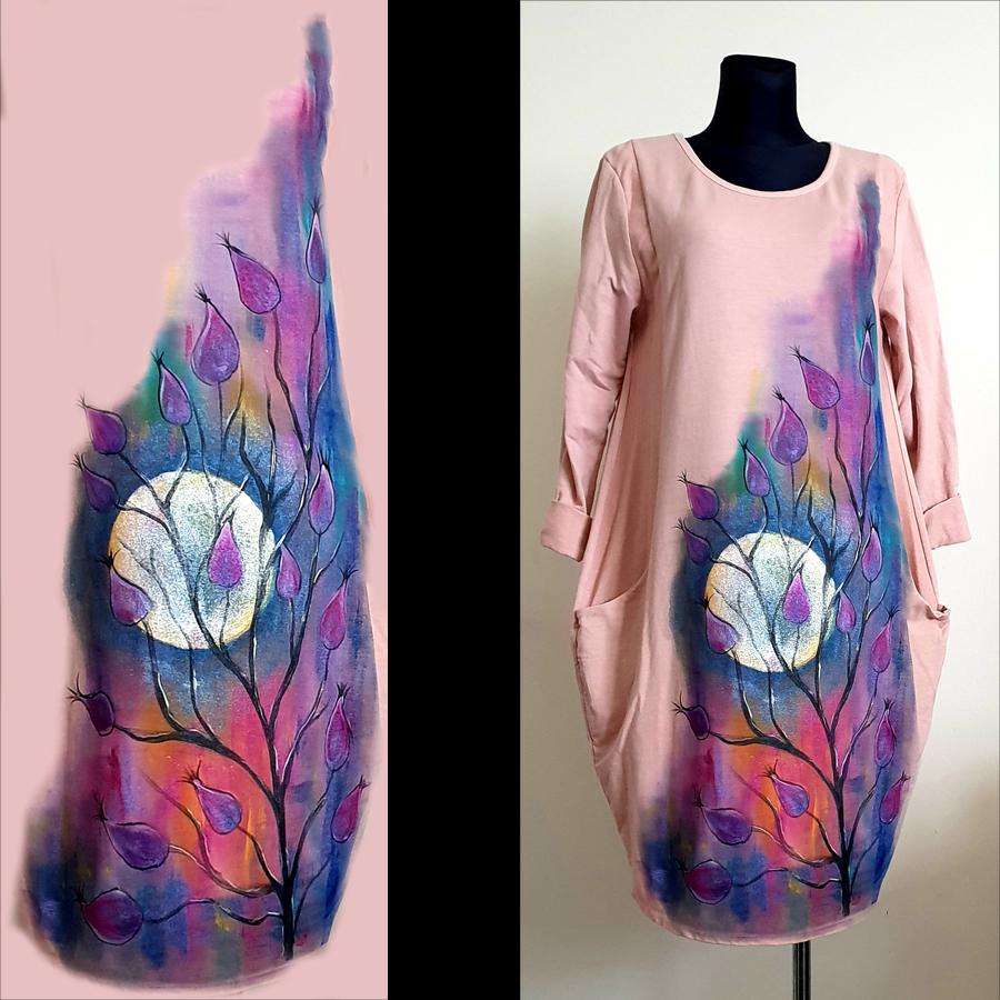 Motivi in poslikave obleke pisanim ozadjem luno ter magnolijo v ospredju.