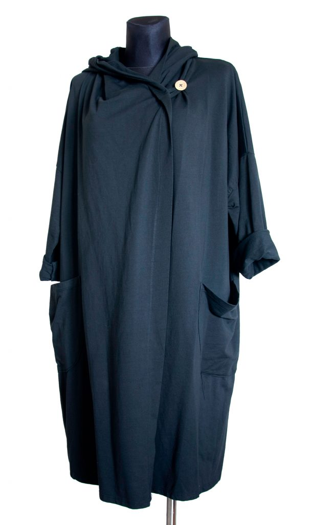 Obleke, dolga črna s kapuco