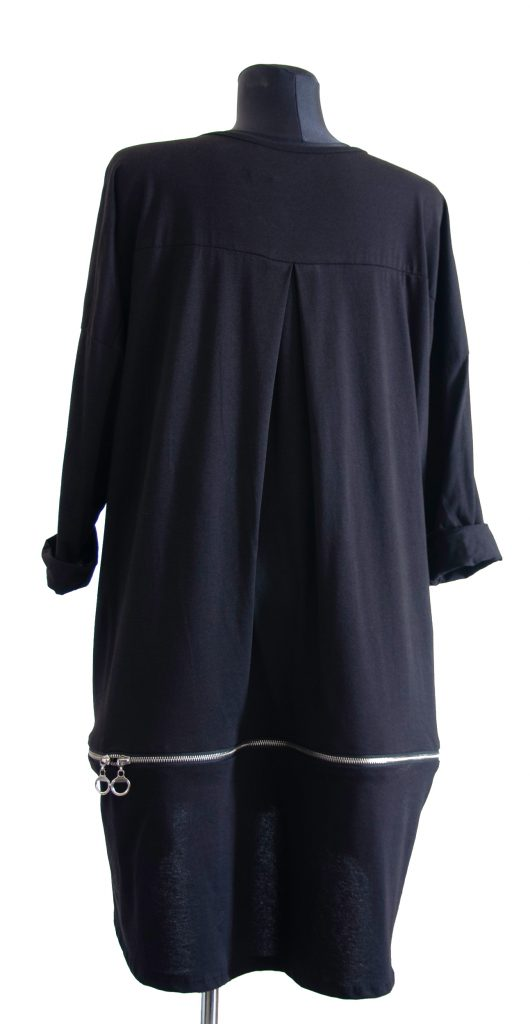 Črna dolga obleka z zadrgo na zadnji strani