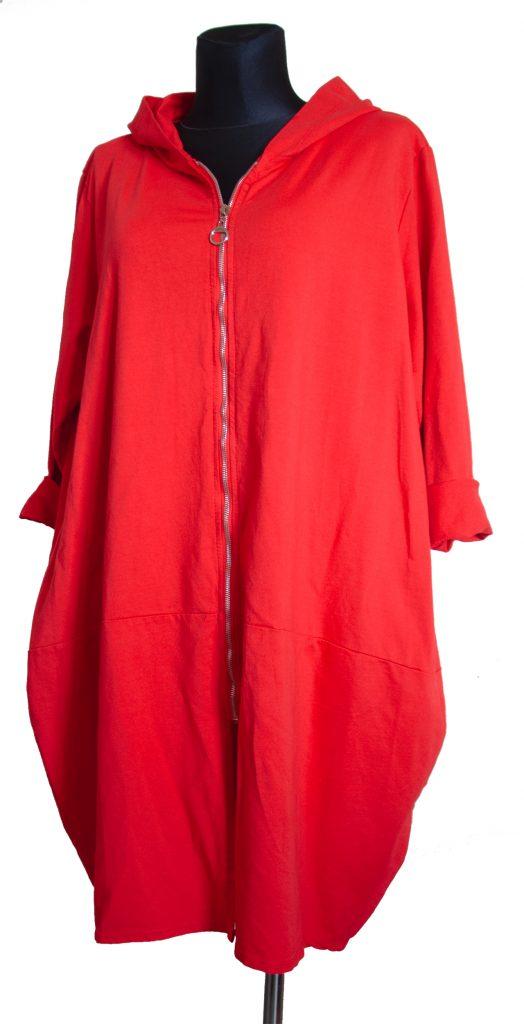 Model dolge rdeče obleke z zadrgo