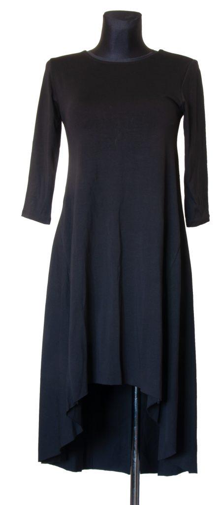 Model dolge črne v telesu oprijete obleke.