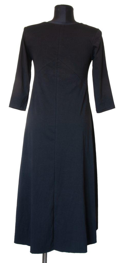 Dolga v telesu oprijeta črna obleka z zadnje strani.