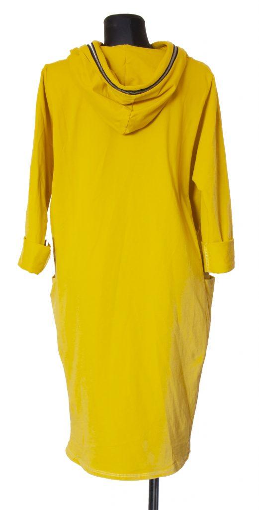 Rumena obleka z zadrgo na kapuci od zadaj.