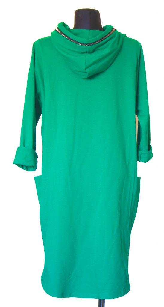 Model zelen obleke zadrgo na kapuci od zadaj.