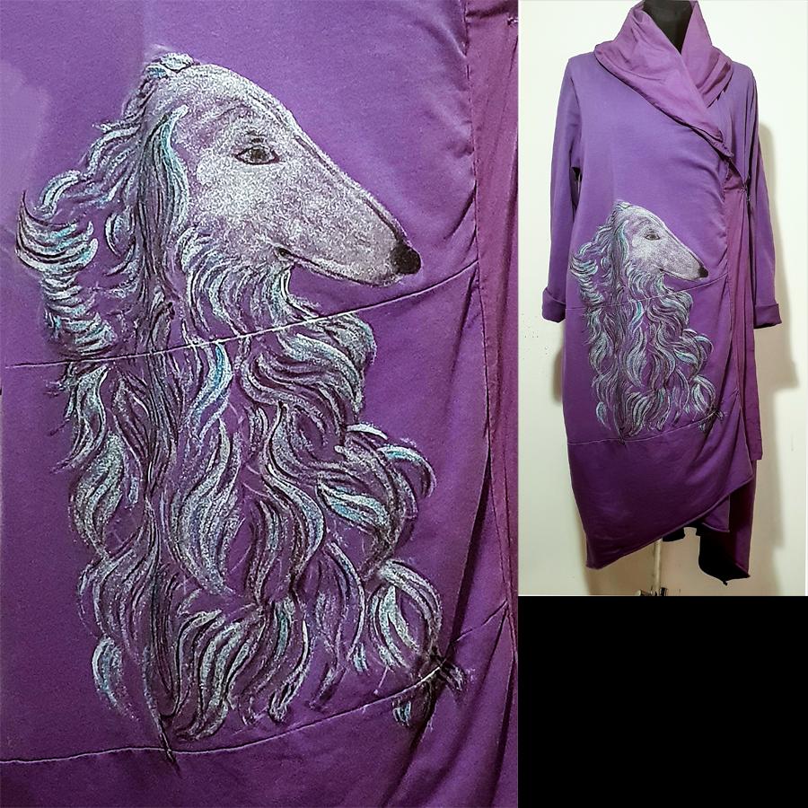 Motivi in poslikave psa borzoja na vijolični obleki
