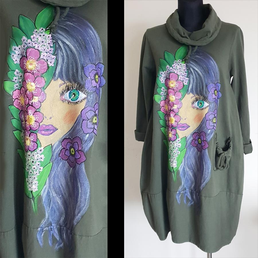 Dama s pisanimi rožami na zeleni obleki