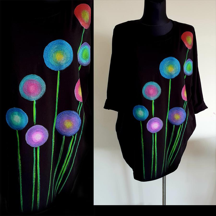 Motivi in poslikave pisanih krogov kot abstraktnih rož na črni obleki.