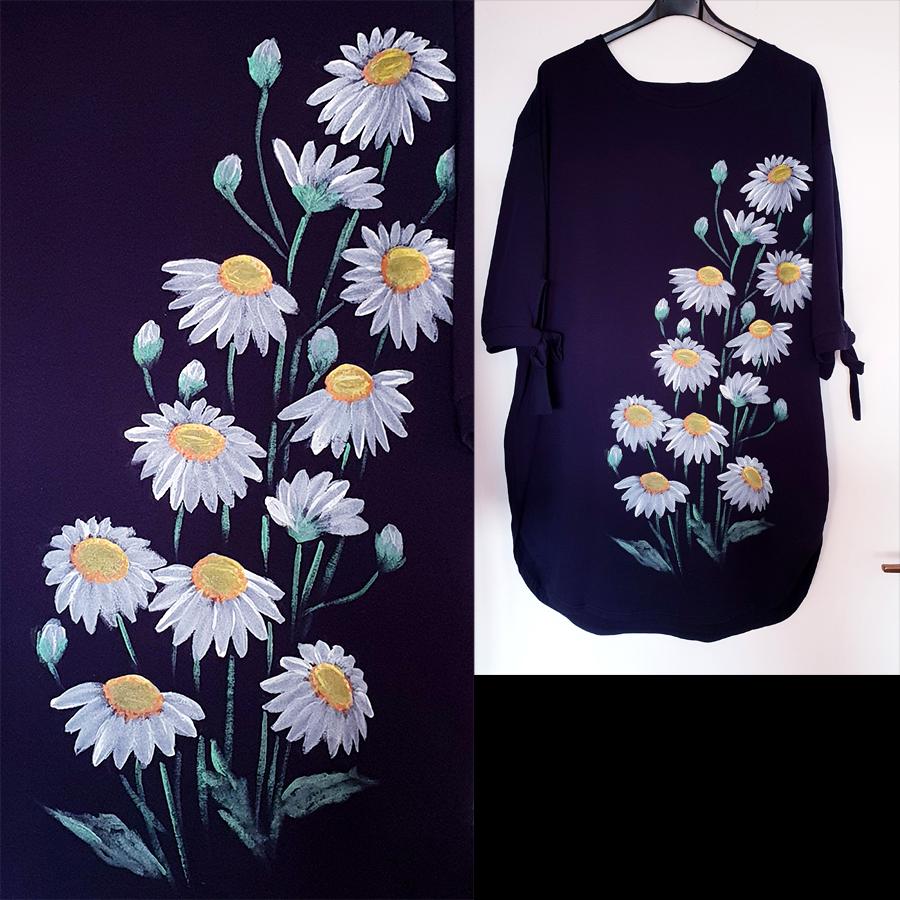Motivi in poslikave -Cvetovi marjetic in popkov na črni obleki