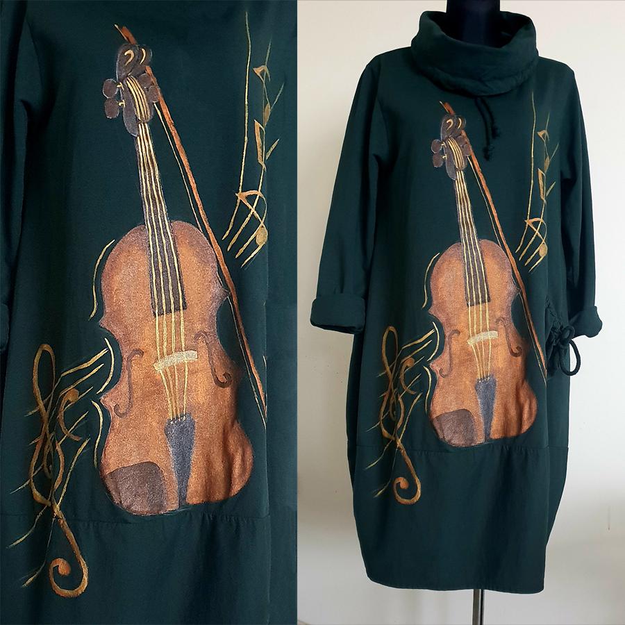 Motiv violina 3 je poslikava violine na črno obleko z zlatimi dodatki